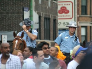 Chicago_police_with_sillitoe-400x300
